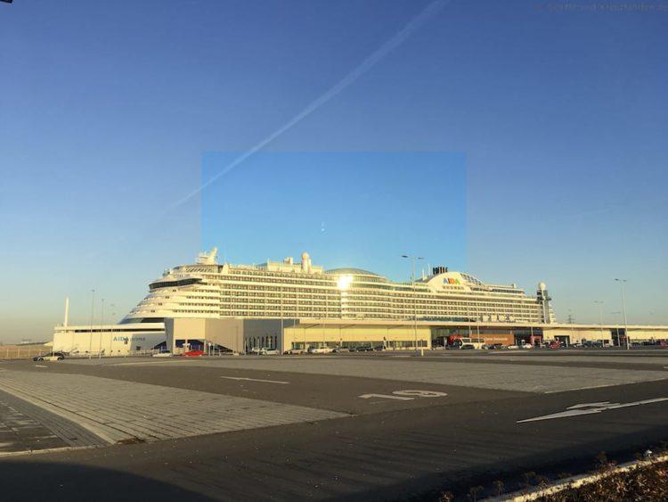AIDAprima am Cruiseterminal Steinwerder