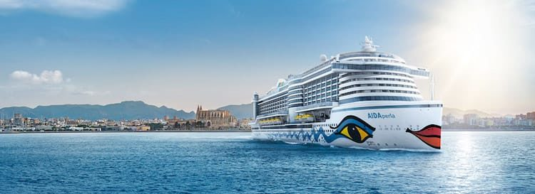 AIDAperla wird von Kapitän Boris Becker nach Europa überführt / © AIDA Cruises