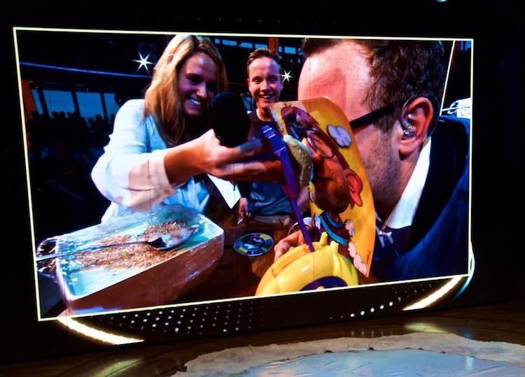 Voller Einsatz: Philipp Guggenmoos in der Prime Time auf AIDAprima