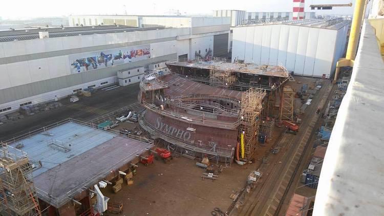 Bauteil der Symphony of the Seas auf der STX Werft in Frankreich / Saint Nazaire