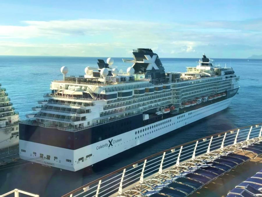 Celebrity Summit auf St. Maarten (2158 Passagiere)