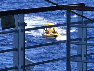Die Schiffsbrüchigen wurden mit einem Schnellboot gerettet