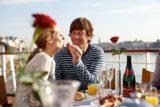Pärchen beim Frühstück auf A-Rosa Seine Kreuzfahrten / © A-Rosa Flussschiff
