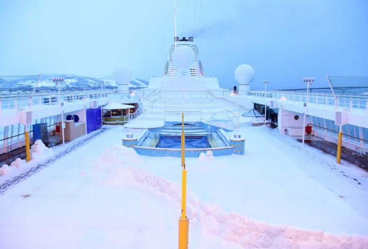 Schnee auf der AIDAcara / © AIDA Cruises