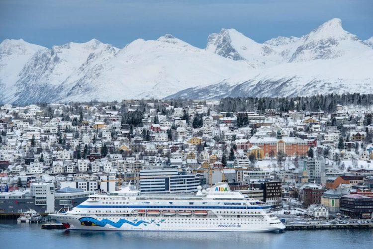 AIDAcara in Tromso auf ihren Winterreisen in Norwegen / © AIDA Cruises