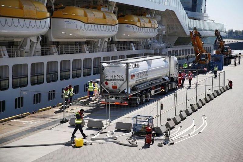 AIDAprima LNG Versorgung im Hamburger Hafen / © AIDA Cruises