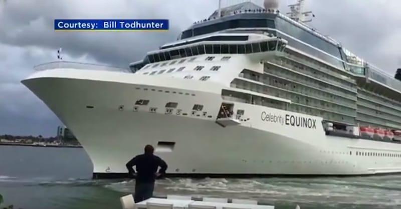 Bill Todhunter auf seiner Terrasse mit der Celebrity Equinox in unmittelbarer Nähe / © Todhunter - Facebook