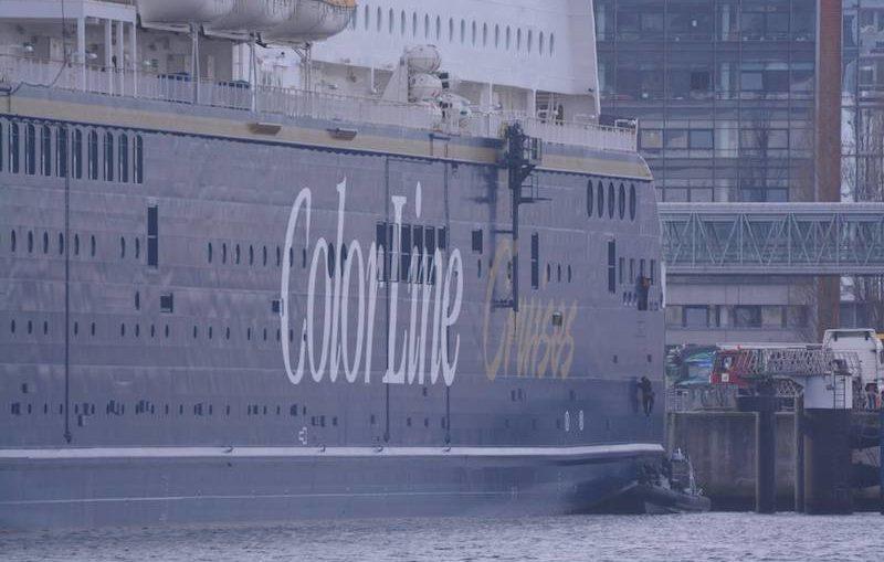 SEK stürmt im Kieler Hafen zu Übungszwecken die Color Magic / © Frank Behling