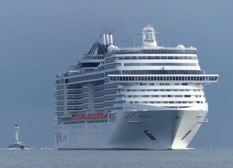MSC Fantasia bei ihrem Erstanlauf in den Kieler Hafen / © Port of KIel