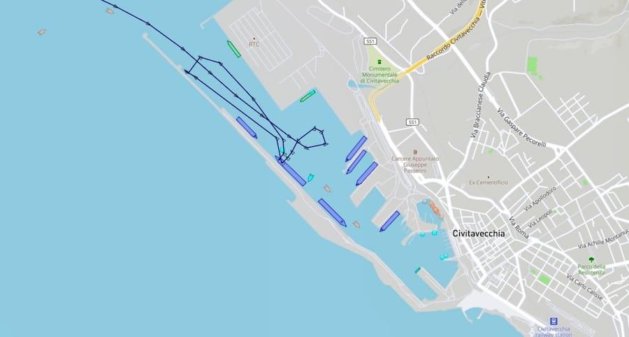 MSC Magnifica rammt die Pier in Civitavecchia / © Marinetraffic.com