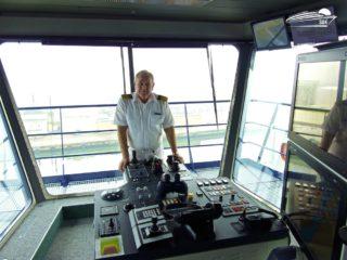 Mein Schiff 6 Kapitän Kjell Holm auf der Brücke