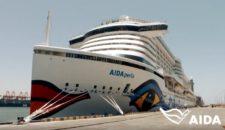 AIDAperla auf dem Weg durch den Suezkanal nach Limassol