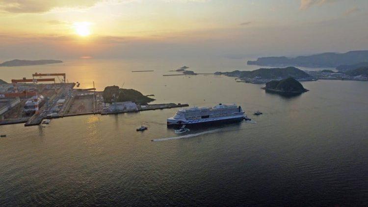 Adieu Nagasaki - die AIDAperla verlässt ihre Geburtsstätte in Japan / © AIDA Cruises