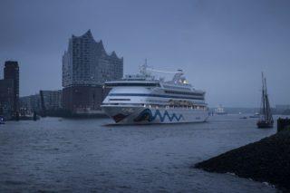 AIDAvita küsst Elbphilharmonie am Hamburger Hafengeburtstag / © AIDA Cruises