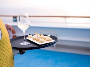 """Costa Kreuzfahrten und die Weinbank """"Pollenzo"""" kooperieren auf den Kreuzfahrtschiffen / © Costa Crociere"""