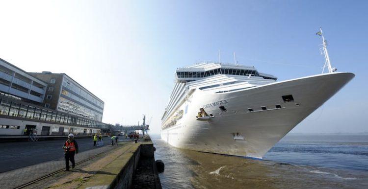 Costa Magica bei ihrem Erstanlauf in Bremerhaven / © Costa Kreuzfahrten