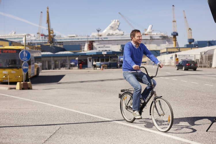 Thomas Eder, der General Manager der Mein Schiff 6 / © TUI Cruises