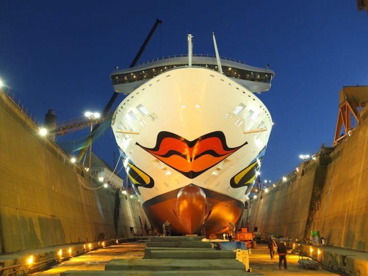 AIDAvita im Trockendock / © Lloyd Werft