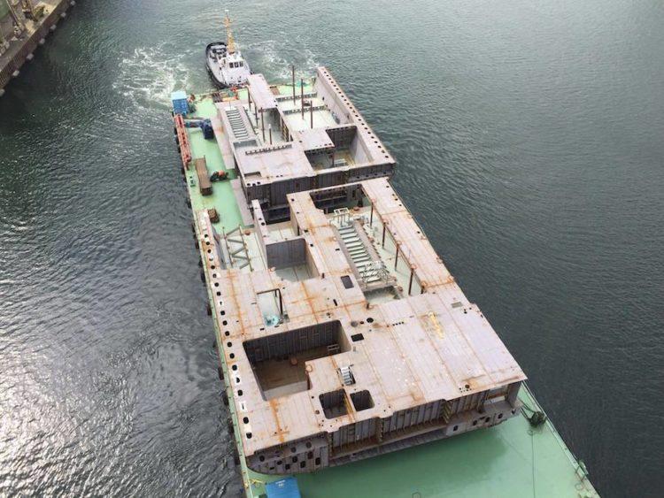 Die Bauteile der AIDAnova im Nordostsee-Kanal aus der Luft / © Behling