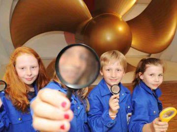 Familienprogramm im Besucherzentrum der Meyer Werft / © Papenburg Marketing