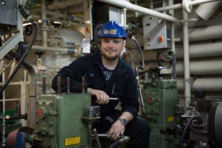"""Der 28-jährige Zubovic hat nach seinem Studienabschluss als Schiffsingenieur bereits auf verschiedenen AIDA Schiffen, darunter AIDAsol und AIDAluna, gearbeitet. """"Ich bin begeistert"""", sagt Zubovic. """"Wir bewegen hier wirklich etwas und ich freue mich auf die Herausforderung, beim Betrieb dieses Schiffes zu helfen, das so vielen Menschen Hoffnung bringt."""" / © AIDA Cruises"""