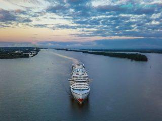 AIDAprima am 12.08.2017 auf der Elbe - Luftaufnahmen