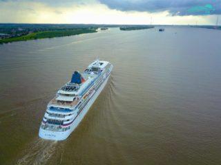 MS Europa auf der Elbe