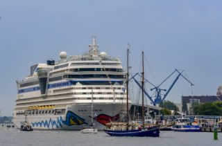 AIDAmar auf der Hansesail / © AIDA Kreuzfahrten