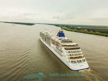 MS Europa 2 auf der Elbe