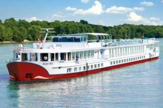 MS River Art von nicko Cruises: Krimi Events und Kurzreisen / © nicko Cruises