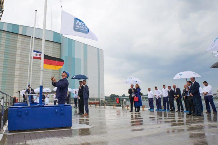 """MV Werften übergab heute offiziell die """"Crystal Bach"""" an Crystal River Cruises / © MV Werften"""
