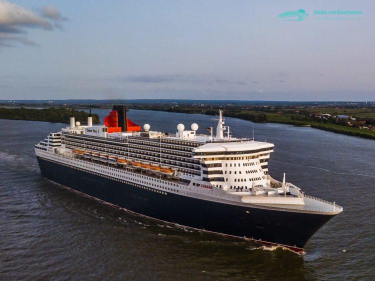 Die Queen Mary 2 auf der Elbe