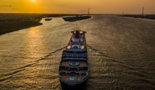 Video: Queen Mary 2 Luftbilder & Droneshots auf der Elbe