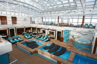 """The Haven""-Courtyard auf der Norwegian Breakaway / © Norwegian Cruise Line"
