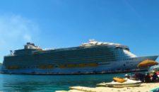 16-Jähriger fällt von Balkon des größten Kreuzfahrtschiffs der Welt
