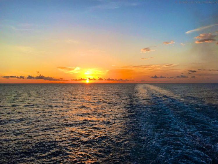 Sonnenaufgang am Seetag auf der Harmony of the Seas