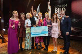 Im Mittelpunkt des Abends standen die diesjährigen Preisträgerinnen Anja Gehlken, Ninon Demuth, Bettina Landgrafe, Barbara Stäcker Julia Cissewski und Sylke Hoß. / © AIDA Cruises