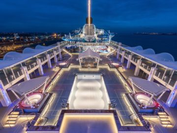 Das Pooldeck der neuen World Dream / © Meyer Werft