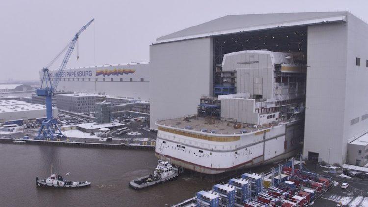 Erstmals wurde das Heck von AIDAnova auf der Meyer Werft ausgedockt / © AIDA Cruises
