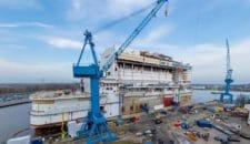 AIDAnova: Hochzeit der Sektionen auf der Meyer Werft (Abschluss des Stahlbaus)