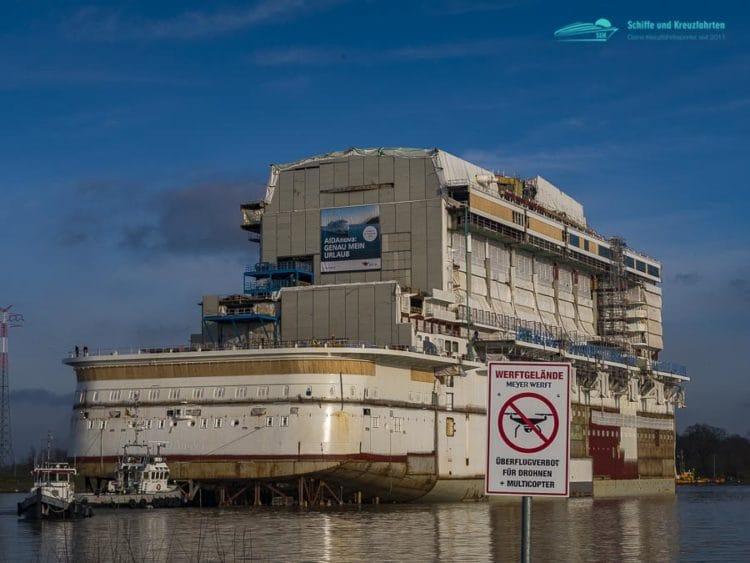 AIDAnova im Werftbecken der Meyer Werft