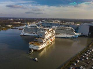AIDAnova: Neue Bilder + Luftbilder aus dem Werftbecken beim Eindocken
