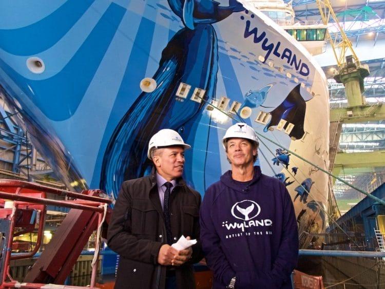 Bugbemalung der Norwegian Bliss mit Wyland und Andy Stuart von Norwegian Cruise Line