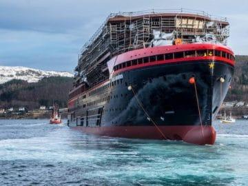 Roald Amundsen Stapellauf @ Kleven Werft / © Oclin - Hurtigruten