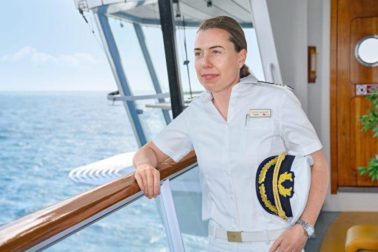 Nicole Langosch ist erste AIDA Kapitänin / © AIDA Cruises