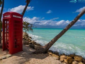 Rote Telefonzelle am Coconut Grove auf Antigua