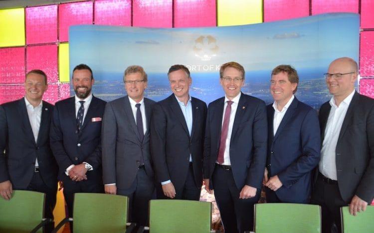 In Kiel hat man heute eine Vereinbarung getroffen, Landstrom und LNG zu nutzen / © Seehafen Kiel