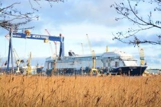 Mein Schiff 1 verlässt die Meyer Turku Werft für ihre Probefahrt am heutigen Morgen / © Frank Behling