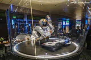 DJ Rob im Diamanten auf der Mein Schiff 1
