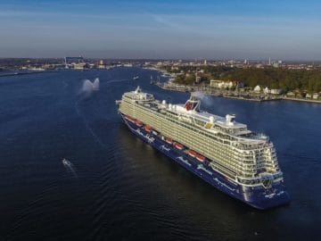 Die neue Mein Schiff 1 aus der Luft / © TUI Cruises